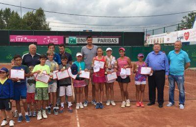 Victor Hănescu a premiat la Tenis Club din Curtea de Argeș câștigătorii celei de a zecea ediții a trofeului ce îi poartă numele