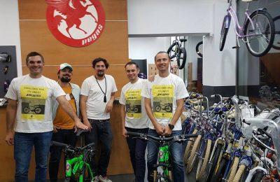 Trei români, Cătălin Neacșu, Mihai Emil Isar și Bogdan Guță, intenționează să traverseze deșertul Atacama și să se cațere de la malul Oceanului Pacific până la 5800 m altitudine pe pantele celui mai înalt vulcan din lume, Ojos Del Salado (6893 m) pe biciclete Pegas