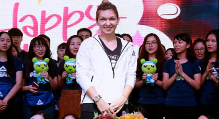 Simona şi-a sărbătorit ziua alături de fani; Halep - Şvedova, miercuri, la ora 7.00, pe Digi Sport