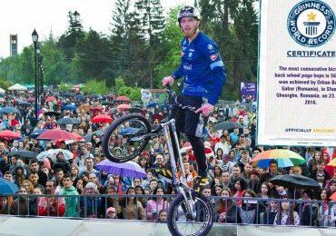Guinness World Records a omologat recordul lui Orban Barra Gabor la săritura cu bicicleta pe o roată
