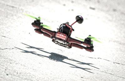 Eurosport anunta astazi ca a devenit partener cu DR1 Racing, competitia suprema a curselor de drone, si va distribui exclusiv materialele pentru difuzarea in 70 de tari din Europa