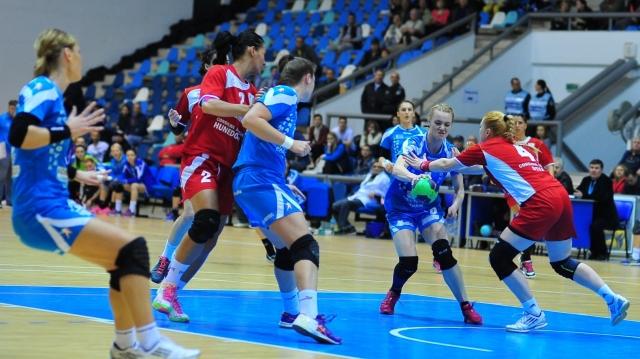 Sâmbătă şi duminică, 15 octombrie şi 16 octombrie, de la 16.00, TVR 1 transmite în direct partidele de handbal feminin: SCM Craiova - CSU Danubius Galaţi şi HCM Râmnicu Vâlcea – CSM Unirea Slobozia