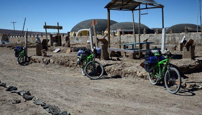 Bicicletele care au cucerit deșertul Atacama și vulcanul Ojos Del Salad, donate unei școli din Copiapo