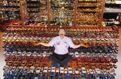 Pentru a treia oară în Cartea Recordurilor cu cea mai numeroasă colecție de modele de mașini sport și diorame