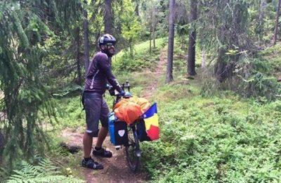 Care este mesajul stomatologului ce străbate Europa pe bicicletă
