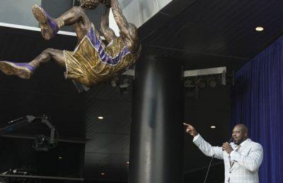 Statuie de bronz suspendată pentru Shaquille O'Neal Statuie de bronz suspendată pentru Shaquille O'Neal