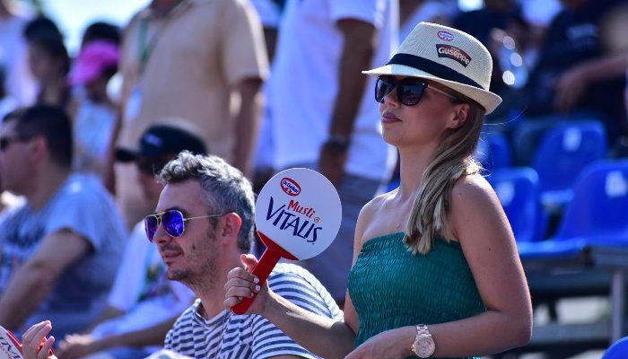 Evantaie și pălării Dr. Oetker împotriva caniculei pentru spectatorii de la arenele BNR