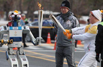 Hubo, un robot umanoid a purtat Torta Olimpica a Pyeongchang